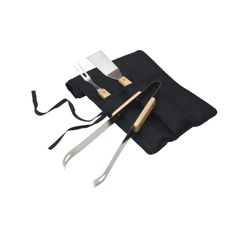 3 piece BBQ set with wood handled steel BBQ tools: spatula, fork and tongs in fold-over carrying case with tie straps. Office Desk Gifts, Bbq Set, Thermal Mug, Outdoor Gifts, Metal Pen, Bbq Tools, Gadget Gifts, Corporate Gifts, Bag Storage