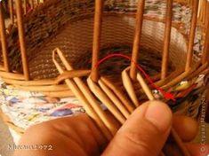 Поделка изделие Плетение Корзина для овощей Трубочки бумажные фото 9