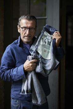 G-Star teamed up with the Berlin based shop. Pierre Morisset with the limited edition Red Selvedge Elwood. Jeans Denim, Raw Denim, Blue Jeans, Denim Editorial, Rugged Style, Style Men, Men's Style, Berlin, Gstar