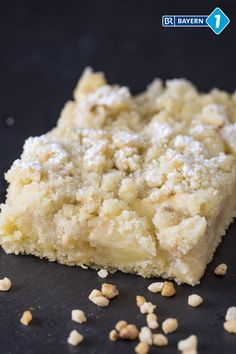 Apfelstreuselkuchen vom Blech A quick, very fine apple pie from the tin with sprinkles. This apple crumble cake is soul food at its finest and makes a lot of friends happy, because as a sheet cake it Apple Crumble Cake, Apple Pie, Baking Recipes, Cake Recipes, Apple Cheesecake, Gateaux Cake, Easy Smoothie Recipes, Food Cakes, Soul Food