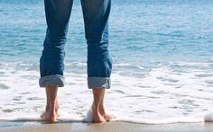 Οι μαγικές ιδιότητες του θαλασσσινού νερού Lutheran, Capri Pants, Health, People, Magazine, Capri Trousers, Salud, Magazines, People Illustration
