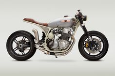 Classified Moto drew inspiration from vintage spacecraft when building this custom Honda CB 750 cafe racer. Cb750 Cafe Racer, Cafe Racers, Cafe Racer Bikes, Cafe Racer Motorcycle, Motorcycle Design, Motorcycle Style, Honda Cb750, Honda Scrambler, Motos Honda
