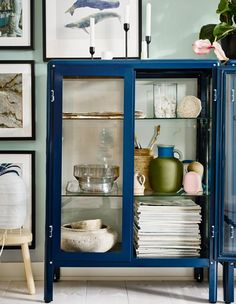 With a glass-door cabinet you can show off as well as protect your glassware or your favourite collection. IKEA has a wide selection of cabinets such as FABRIKÖR glass-door cabinet in blue. You can easily change the height of the shelves. Ikea Glass Cabinet, Cabinet Decor, Cabinet With Glass Doors, Glass Cabinets, Wine Glass Shelf, Glass Shelves, Vitrine Pour Collection, Fabrikor Ikea, Room Interior