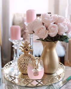 Table Decor Living Room, Glam Living Room, Home Decor Furniture, Home Decor Bedroom, Decorating Coffee Tables, Beauty Room, Tray Decor, Home Interior Design, Table Decorations