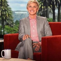 It's #funfriday featuring Ellen Degeneres! Ellen is a great representation of what being a genuinely nice person is. Her compassion for others and charitable contributions big and small do not go by unnoticed. We love you Ellen! @theellenshow #giving #nice #ilovenicepeople #theellenshow