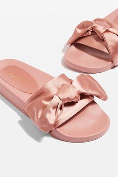 The slider look returns this season, but with a fresh twist on the trend. These nude versions come with cool bow detail to the front. Throw on with a basic shift dress for an easy-to-wear style. Sneaker Boots, Spring Shoes, Shoe Closet, Holiday Outfits, Ciabatta, Shoe Game, Sliders, Me Too Shoes, Topshop
