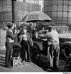"""Shoe Shine Boys – Stanley Kubrick photography, for Look Magazine. """"New York: Life in the New York Photos, Old Photos, Large Photos, Hot Dog Wagen, Stephen Kings, Vintage Photographs, Vintage Photos, 1940s Photos, Stanley Kubrick Photography"""