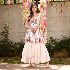 Party Wear Indian Dresses, Pakistani Dresses Casual, Indian Gowns Dresses, Pakistani Dress Design, Indian Western Dress, Western Dresses For Girl, Dress Indian Style, Sharara Designs, Kurti Designs Party Wear