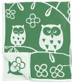 Ledikantdeken in groen met stoere uilen. Katoen dus heerlijk voor de zomer.