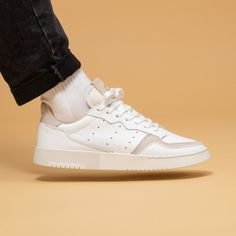 Faut-il acheter la tennis Adidas Supercourt Cloud White Home of Classics ? Le Tennis, Mein Style, Aesthetic Shoes, Adidas Outfit, Shoe Game, Adidas Originals, Casual Shoes, High Top Sneakers, Moda Masculina
