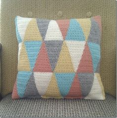 Crochet Triangle Pillow cover free pattern---like directions for back of pillow