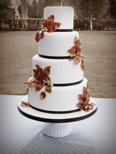 Autumn wedding cake by Mina Magiska Bakverk (My Magical Pastries), via Flickr