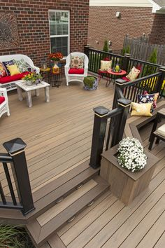 Americana Style Deck with TimberTech Decking Legacy Collection in Tigerwood.