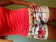love the printed shorts. red and white floral shorts Beauty And Fashion, Look Fashion, Passion For Fashion, Fashion Outfits, Womens Fashion, Rue 21 Outfits, Simply Fashion, White Fashion, Teen Fashion
