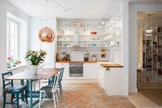 White kitchen, colorful details