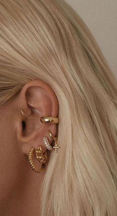 Ear Jewelry, Cute Jewelry, Gold Jewelry, Jewelery, Jewelry Accessories, Pretty Ear Piercings, Ear Peircings, Accesorios Casual, Fashion Jewelry