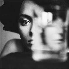 Fotografia [shared light] de Julia Borodina na Creative Portraits, Creative Photography, Portrait Photography, Photography Women, Emotional Photography, White Image, Portrait Inspiration, Pics Art, Female Portrait