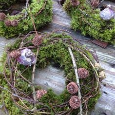 Advent decoration wreath ideas Advent wreath made of hangers and red christmas balls Source by Christmas Makes, Christmas Music, All Things Christmas, Christmas Home, Christmas Wreaths, Christmas Crafts, Christmas Decorations To Make, Flower Decorations, Holiday Decor
