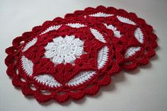 Tried to look pretty potholder by Karoline Løvald -  Go to page 3 of pdf for English instructions