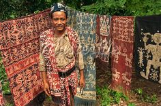 ikat blankets from Sumba Textiles, Textile Patterns, Textile Design, Fabric Design, Traditional Fabric, Traditional Outfits, Indonesian Art, East Indies, Ikat Pattern