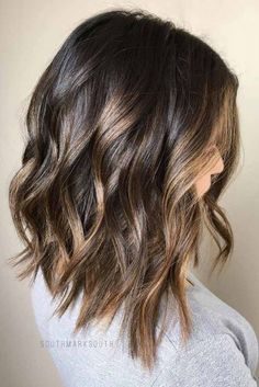 35 Stunning Shoulder Length Bob Ideas For Every Woman Lovely Wavy Lob ❤️ Explore the shoulder length bob hairstyles for thin and thick hair! Looking for a nice haircut with fringe? Best bob hairstyles with bangs are Medium Hair Cuts, Medium Hair Styles, Curly Hair Styles, Lob Haircut Thick Hair, Lob Hairstyle, Medium Bob Hairstyles, Hairstyles Haircuts, Long Bob Hairstyles For Thick Hair, Short Haircuts