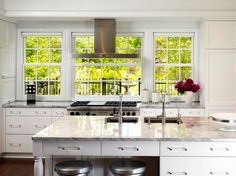 Kitchen Design Styles Pictures Ideas 038 Tips From hgtv kitchen designs with islandstraditional kitchen a wall of windows offers this traditional kitchen Kitchen Hoods, Kitchen Stove, New Kitchen, Cheap Kitchen, Kitchen Decor, Pictures Of Kitchen Islands, Kitchen Pictures, Hgtv Kitchens, Cool Kitchens