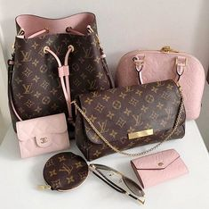 😍💗👜👝💝🐩 🔥 …: The Louis Vuitton label was founded by Vuitton in 1854 on Rue Neuve des Capucines in Paris, France. Louis Vuitton had observed that the HJ Cave Osilite trunk could be easily stacked. In Vuitton introduced his. Fall Handbags, Handbags On Sale, Luxury Handbags, Purses And Handbags, Cheap Handbags, Chanel Handbags, Popular Handbags, Tote Handbags, Cheap Purses