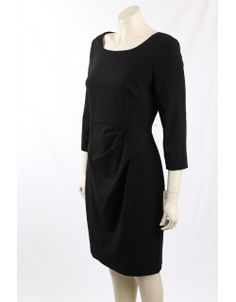 Calvin Klein Wear-to-Work Shift Dress. The dress is fully lined with scoop neck in a easy to wear stretch blend. Work Wear, Designer Dresses, Tommy Hilfiger, Calvin Klein, Scoop Neck, Size 10, Ralph Lauren, Dresses For Work, Easy