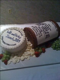 My bro had this crazy pill bottle grooms cake last night. (pharmacist)