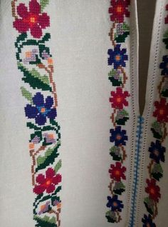 Folk Embroidery, Cross Stitch Embroidery, Cross Stitch Patterns, Palestinian Embroidery, Cross Stitch Rose, Traditional Outfits, Needlework, Diy And Crafts, Crochet