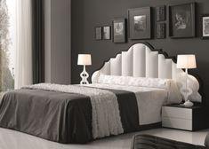 Chambre laquée avec une tète de lit rembourrée en simili cuir. Mod. ANNE