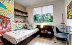 Papel tapiz enfocado en iconos de ciudad o papel abstracto, todo en una sola habitación.