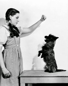 Judy Garland and Toto. Vintage everyday: Behind the Scenes Photos of 'The Wizard of Oz' in 1939