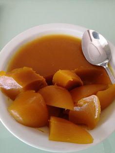 Na ból Stawów stosuj galaretkę z Kurkumy . Skład: Szkłanka soku z pomarańczy,1/2 szklanki wody,2 łyżki żelatyny w proszku,2 łyżki miodu,2 łyżeczki Kurkumy,i szcz- ypta pieprzu Do garneczka wlej sok pomarańczowy i wodę.Zagotuj,dodaj kurkumę i pieprz.Wymieszaj i gotuj 2-3 min Zdejmij z ognia,dodaj miód i zela- tynę.Mieszaj aż żelatyna się rozpuści.Przelej do salaterek,wstaw do lodówki Taka porcja wystarczy na trzy dni.Taką porcje rób przez miesiąc Health And Beauty, Detox, Herbs, Nutrition, Fruit, Cooking, Healthy, Fitness, Gastronomia