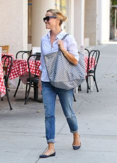 Reese Witherspoon Photos Photos: Reese Witherspoon Visits a Salon Reese Witherspoon Photos - 'Mud' actress Reese Witherspoon stops by a salon in Los Angeles, California on September - Reese Witherspoon Visits a Salon Mode Outfits, Fashion Outfits, Reese Witherspoon Style, Summer Outfits, Casual Outfits, Mode Style, Preppy Style, Casual Chic, Everyday Fashion