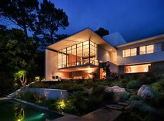Casa em Bridle Road, na Cidade do Cabo, África do Sul, assinada pelo arquiteto chileno Antonio Zaninovic.