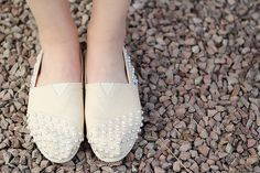 We love this pair of pearl #DIY TOMS by Fall For DIY