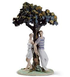 Árvore dos Namorados, Lladró, 1008580. El Árbol De Los Enamorados. 2.011, Escultor:  Ernest Massuet. Porcelana feita à mão em Valencia, Espanha. Acabamento: brilhante. Medidas: Largura: 32 x Altura: 49 x Profundidade: 27 cm.  Peso:  4 kg.