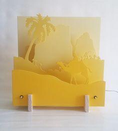 Scénette lumineuse en trois dimensions, camaïeu de jaune: Sahara