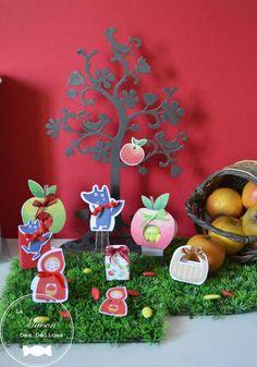 """Boîtes à confiserie thème """"Le Petit Chaperon Rouge"""" ou """"Promenons-nous dans les bois"""" Le Chaperon rouge, le ptit loup, le panier, le ballotin pomme rouge et pomme verte www.maison-des-delices.fr"""