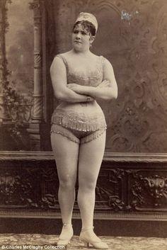 Miss Meadows' Vintage Pearls: Loose Women In Tights!