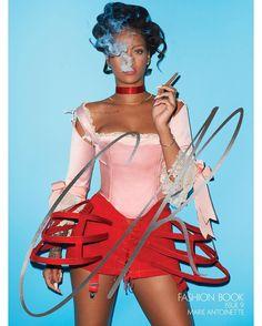 #Musa: Rihanna (@badgalriri) em versão sexy de #MarieAntoinette pelas lentes de…