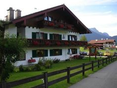 Hotel - Pension Alpenstern Sch�nau am K�nigssee Just 3 km from K?nigssee Lake, Hotel - Pension Alpenstern offers rooms with private balconies, mountain views and free WiFi. It is peacefully located in Sch?nau am K?nigssee.