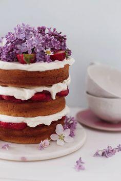 ... strawberry yogurt cake with mascarpone filling ...