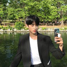 so boyfriend 😍 Monsta X Hyungwon, Kim Min, Boy Photos, Mingyu, Boyfriend Material, Jinyoung, Korean Girl Groups, Baekhyun, My Idol