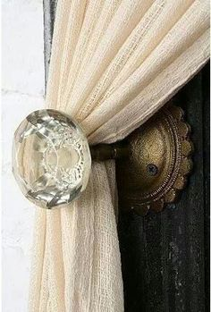 Old door knobs to hold back curtains. Since I can't change every door in our house to have the old door knobs.this would be a perfect do! Curtain Holder, Curtain Ties, Curtain Door, Curtain Tiebacks Ideas, Curtain Pull Backs, Tie Backs For Curtains, Curtain Hangers, Drapery Ideas, Ideas For Curtains