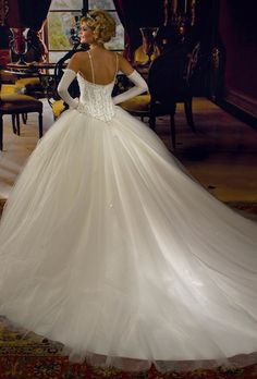 White and Gold Wedding. Mary's Bridal gold wedding ballgown (hfec -back) Mehr Princess Wedding Dresses, Bridal Wedding Dresses, Dream Wedding Dresses, Wedding Pics, Gold Wedding, Wedding Styles, Wedding Ideas, Beautiful Gowns, Beautiful Bride