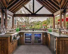 "Brentwood Outdoor Entertaining with True Residential 24"" Beverage Center, Glass Door Refrigerator, 24"" Dual Tap Beverage Dispenser"