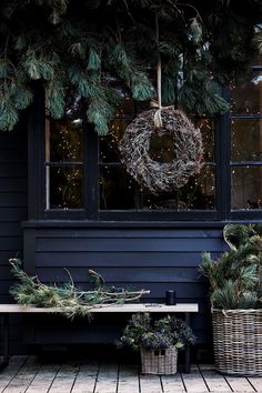 A natural Christmas in England – Christmas Ideas – Happy Christmas :) Natural Christmas, Christmas Mood, Noel Christmas, Outdoor Christmas, Rustic Christmas, All Things Christmas, Christmas Wreaths, Christmas Decorations, Holiday Decor