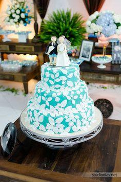 Léia Bez arte com açúcar: Bolo de casamento azul turquesa